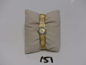 1 Montre Dame bracelet et boitier or de marque ZENITH, lunette ornée de petits diamants (L17cm). PB 31,2g