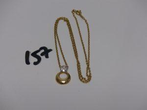 1 chaîne maille plate en or motif central bicolore orné d'1 pavage de petits diamants (L44cm). PB 5g