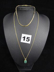 1 bracelet en or maille haricot (L 19,5cm, légèrement tordu), 1 chaîne fine en or maille gourmette (L 40cm). PB 4,6g et 1 pendentif en alliage d'or 585/1000 (14K)orné d'une pierre ovale verte (1 x 0,7cm). PB 1,1g