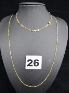 1 bracelet maille cheval alternée de motifs coeurs (L 24cm) et 1 chaîne maille forçat (L 61cm). Le tout en or. PB 8,1g