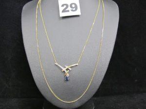 1 collier maille fine forçat avec élément central orné d'une pierre bleue taille poire et de petits diamants (L 42cm) et 1 chaîne maille gourmette (L 60cm). Le tout en or. PB 5,7g