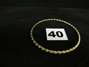 1 bracelet en or demi-jonc torsadé (diam 6,5cm). PB 18,7g