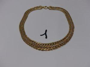 1 Collier maille festonnée large en or tricolore (L46cm). PB 32,1g