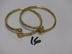 2 bracelets rigides et creux en or (diamètre 6,5cm). PB 16,7g