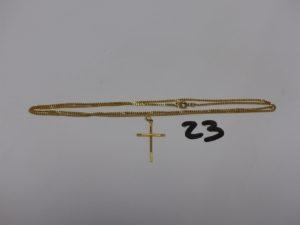 1 chaîne maille gourmette en or (L56cm) et 1 petite croix en or. PB 5,6g
