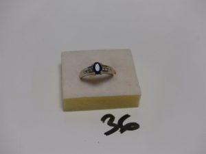 1 bague en or ornée d'1 pierre bleue entourage petits diamants (Td54). PB 5,2g