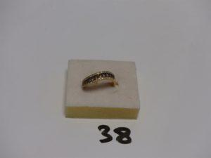 1 bague en or ornée d'1 rang de pierres ambrées et 2 rangs de petits diamants (Td55). PB 3,5g