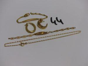 1 bracelet en or identité gravée Mickaelcassé, 1 bracelet cassé en or, 1 bracelet cheville en or (L22cm) et 2 boucles dépareillées en or. PB 6,9g