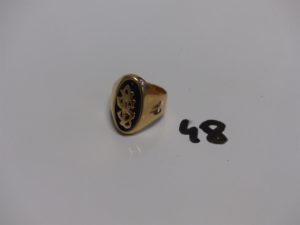 1 chevalière en or avec initiales montée sur onyx (Td60, manque point de soudure sous onyx). PB 10,2g
