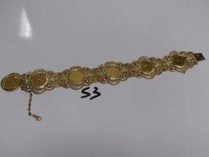 1 bracelet articulé à motifs filigranés serti-griffes 5 pièces de 10Frs NAPIII et orné d'1 breloque serti-griffes 1 souverain (L21cm). PB 67,1g