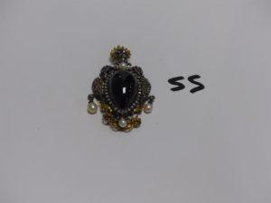 1 broche NAPIII centrée d'une grosse pierre ovale cabochon entourage petits diamants taille rose et rehaussée de 4 perles (manque épingle). Or et argent PB 29g