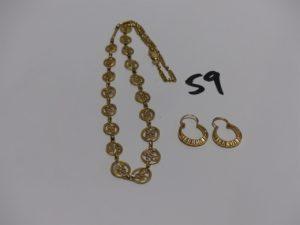 1 collier en or à motifs filigranés cassé (manque morceau) et 1 paire de petites créoles ciselées en or. PB 10,4g