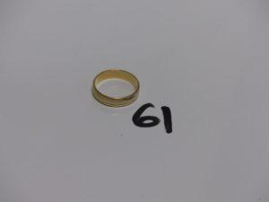 1 alliance bicolore en or (Td58). PB 4,8g