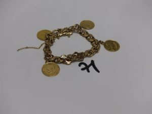 1 bracelet maille plate et souple en or orné de 4 breloques dont 1 pièce de 10frs Autrichien (L20cm). PB 40,8g
