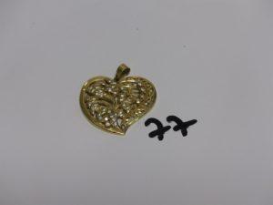 1 pendentif coeur en or à décor floral et orné de petites pierres (H4cm). PB 8g