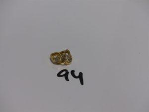 1 paire de boucles en or ornée de petites pierres. PB 2,7g