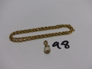 1 chaîne maille torsadée en or (L43cm) PB5,5g et 1 pendentif en or rehaussé d'1 perle et petits diamants. PB 3,1g