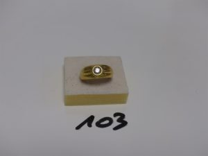 1 bague en or sertie d'1 diamant d'environ 0,20 carats (Td57). PB 9g