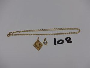 1 chaîne maille forçat en or (L46cm) 1 pendentif coeur en or orné d'1 petite pierre et 1 médaille de la Vierge en or. PB 3,7g
