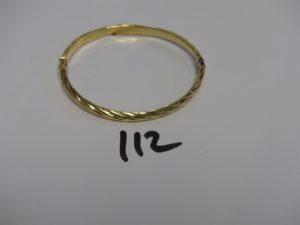 1 bracelet articulé ouvragé ouvrant en or (cabossé, diamètre 5/6,5cm). PB 6,2g