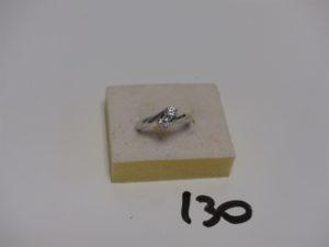 1 bague 'toi et moi' en or sertie griffes 2 petits diamants d'environ 0,10 ct l'un (Td56). PB 4,1g