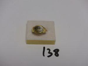 1 bague en or ornée d'1 pierre marron et ocre usée (Td60). PB 8,2g