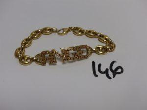 1 bracelet maille grain de café en or motif central avec identité 'Ange'et orné de petites pierres rouges (L26cm). PB 74g