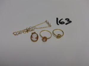 1 pendentif et 1 bague (Td56) en or sertis d'1 camée, 1 bracelet or et perles (L14cm) et 1 bague en or à décor d'1 coeur orné d'1 petite pierre (Td53). PB 6,1g