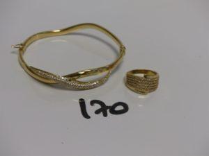 1 bracelet rigide ouvrant en or motif central orné de pierres (cabossé, 5 chatons vides, diamètre 5/6cm) et 1 bague en or ornée d'1 pavage de petites pierres (1 chaton vide, Td56). PB 11,1g