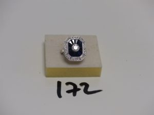 1 bague en or gris ornée d'un diamant Tl brillant environ 0,40ct entourage petits diamants et saphirs calibrés (Td55). PB 6,5g