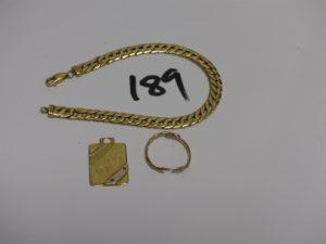 1 bracelet maille anglaise en or (cabossé, L19cm) 1 pendentif plaque gravé en or et 1 alliance cassée en or. PB 15g