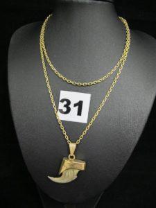 1 Chaine maille forçat en or (L 64cm) PB 12,8g et 1 griffe de félin sur monture en or et sa belière en alliage 585/1000 (14K, L 3,5cm) PB 4,8g