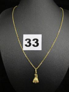 """1 Chaine maille forçat (L 50cm), et 1 pendentif motif """"bourse 1000 $"""". Le tout en or . PB 5,8g"""