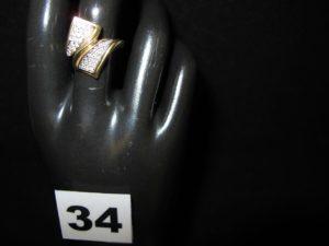 1 Bague en or ornée de petites pierres (TD 56). PB 5,7g