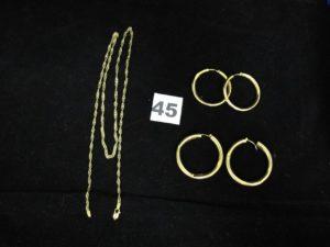 2 Créoles (Diam 2,7cm, cabossées légèrement), 2 créoles cassées et 1 chaine maille torsadée (attache du fermoir cassée (L 58cm). Le tout en or. PB 16,1g