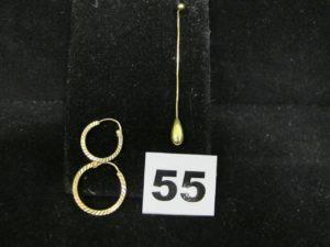 2 Créoles dépareillées, et 1 pendant d'oreille. Le tout en or. PB 2,8g