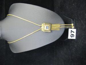 1 Collier maille palmier en or à motif coulissant orné de pierres et de pampilles chainettes (L 69cm). PB 24,3g