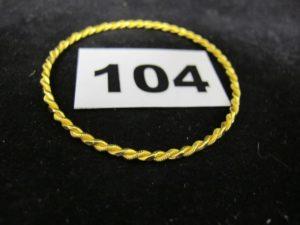 1 Bracelet enfant en 22k rigide torsadé (Diam 5,3cm). PB 8g