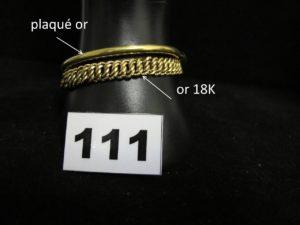 1 Bracelet en or, maille américaine (L18cm). PB 13,8g et 1 bracelet rigide ouvrant creux en plaqué (sans fermoir)
