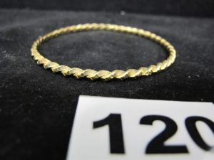 1 Bracelet en or rigide torsadé (Diam 6,5cm). PB 18,3g