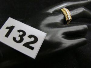 1 Bague en or ornée d'une ligne de petites pierres (TD 58). PB 3,6g