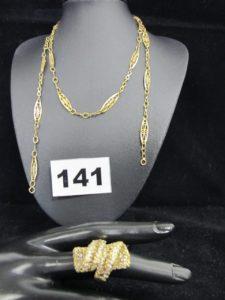 1 Bague ornée de petites pierres blanches et brunes (TD 55, chatons vides) et 1 collier maille filigranée (L70 cm manque fermoir). Le tout en or. PB 17,7g