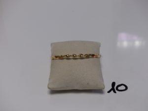 1 bracelet rigide ciselé en or (diamètr e 6cm). PB 13,6g