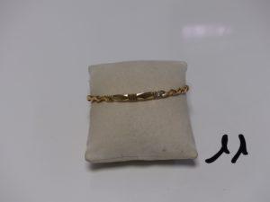 1 bracelet rigide ciselé et torsadé en or (diamètre 6cm). PB 14,8g