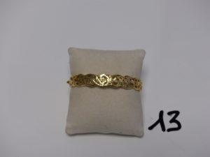 1 bracelet rigide ouvrant en or et à décor floral (diamètre 5/6cm). PB 11g