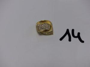 1 bague en or ornée d'un pavage de petites pierres (1 chaton vide,td59). PB 9,6g