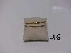2 bracelets rigides et ouvragés en or (diamètre 6,4cm). PB 19,5g