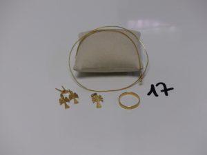 1 collier fil (L42cm), 1 alliance (td65), 1 pendentif et 1 paire de boucles à décor d'un palmier (manque systèmes). Le tout en or PB 13,5g