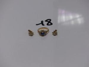 1 bague ornée d'une pierre bleue cabochon entourée de petites pierres blanches (td56) et 1 paire de boucles ornées de pierres. Le tout en or PB 6,4g