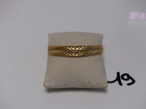 2 bracelets plats ouvragés en or (diamètre 6cm). PB 20,5g